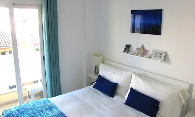 caro bedroom1