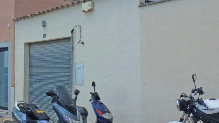 vista del garaje y cons. de al lado